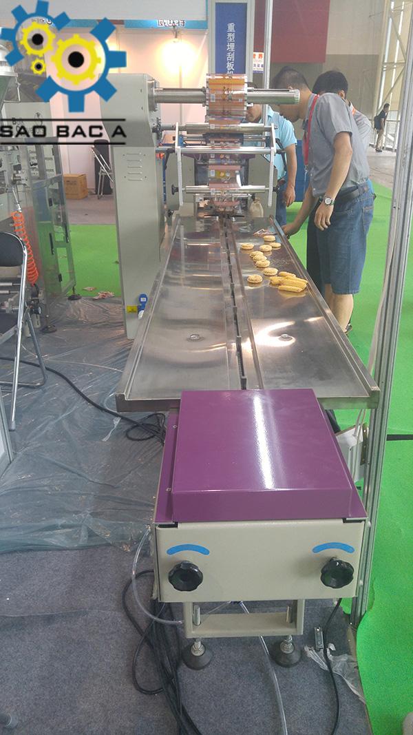 Quá trình đóng gói của máy rất nhanh và tốc độ có thể điều chỉnh được nhanh hoặc chậm