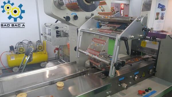Màng nilong và bộ điều khiển máy đóng gói bánh kẹo