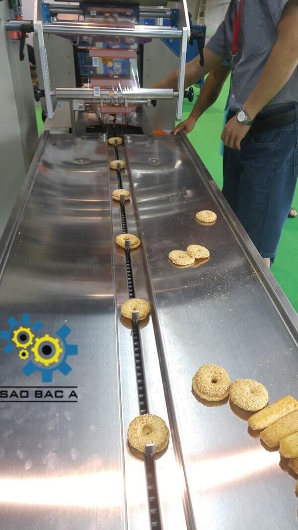 Máy đóng gói bánh kẹo