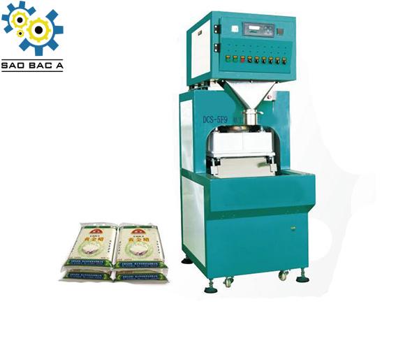 Máy đóng gói hút chân không là một loại máy chuyên dụng được dùng trong phương pháp đóng gói chân không